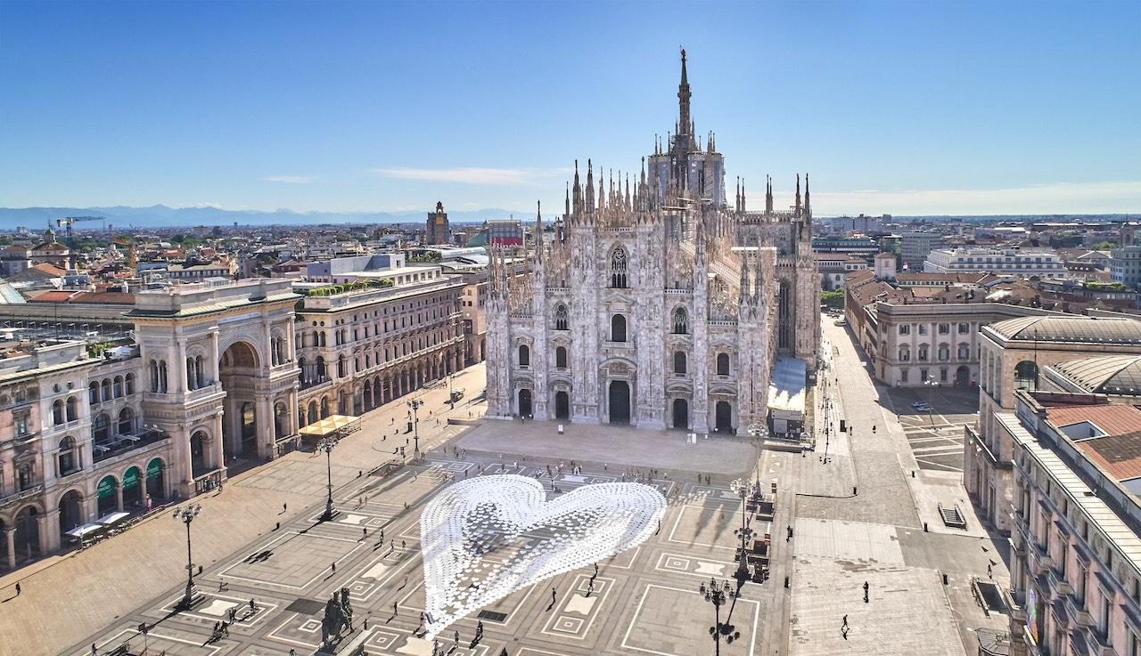 L'installazione di Angelo Cruciani a Piazza Duomo chiude il Pride 2020