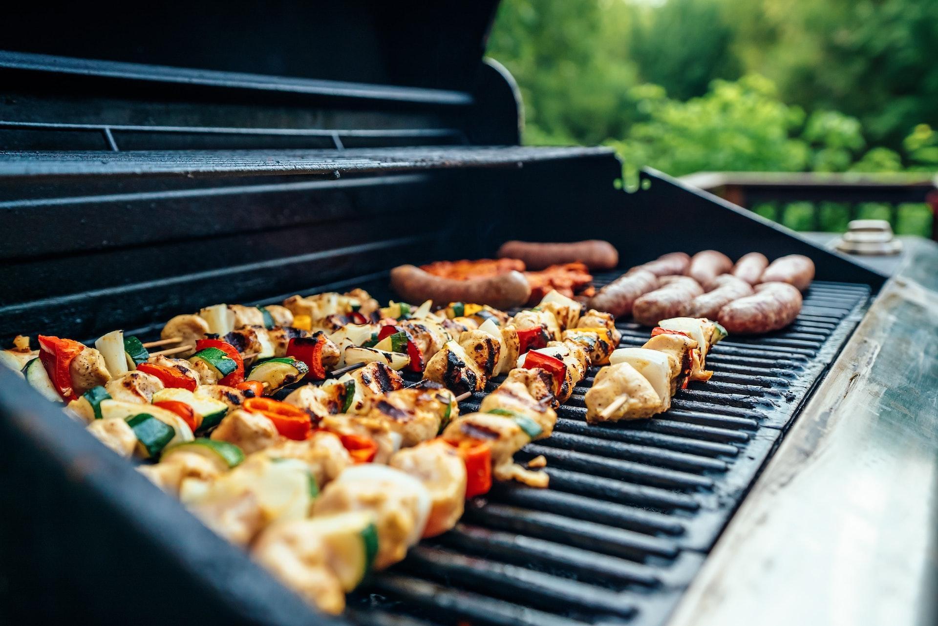 Barbecue: 4 attrezzi da comprare subito