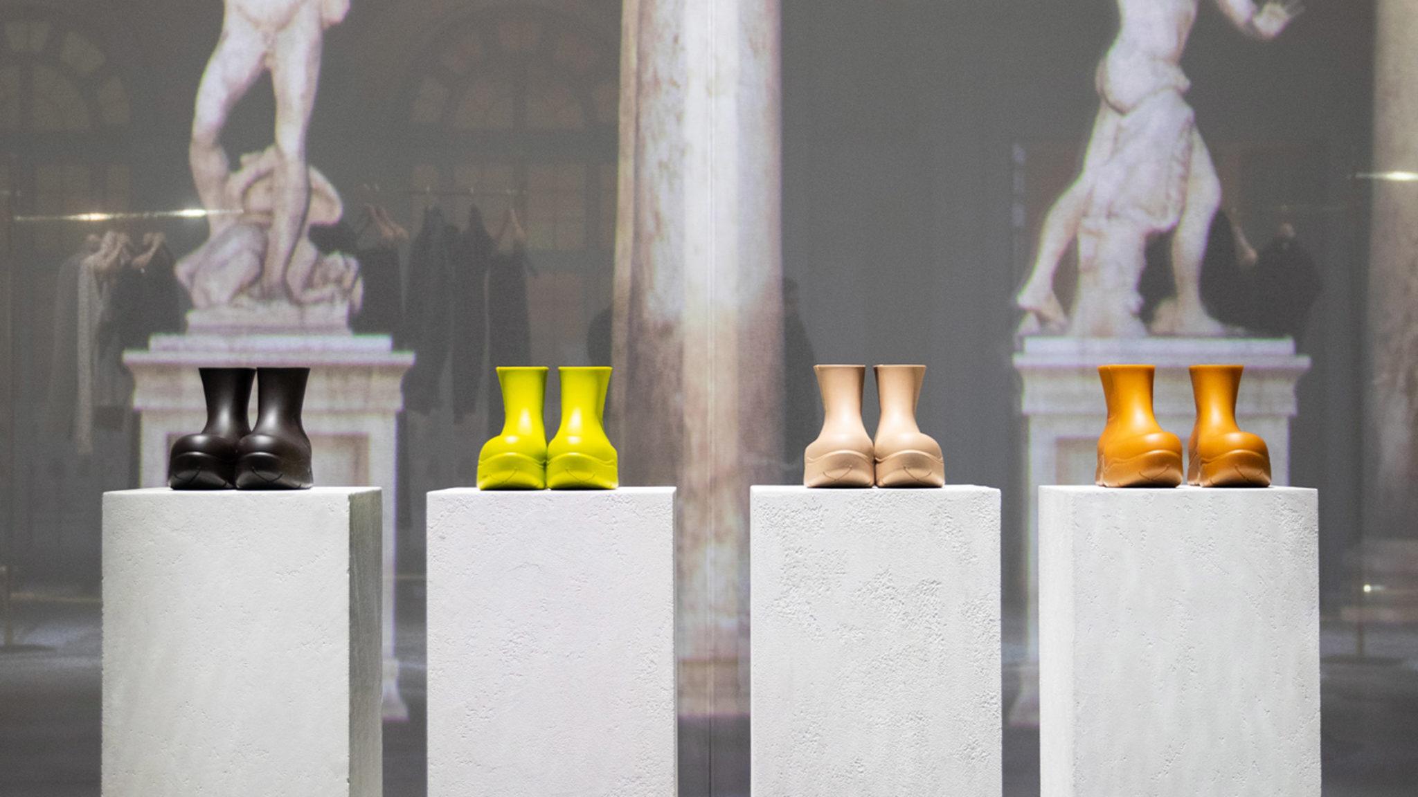 """These (chunky) boots are made for walking: come gli stivali """"esagerati"""" sono passati dalle sfilate alle collezioni a/i 2020 dei brand di riferimento"""