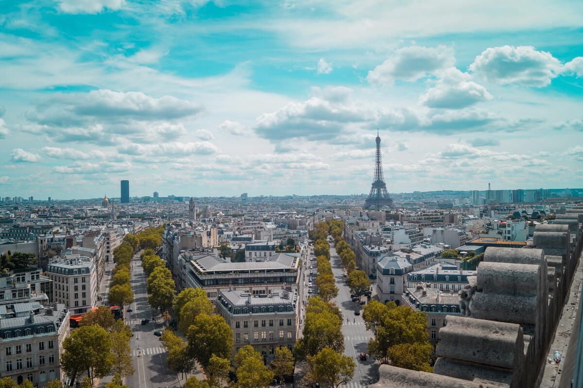 Brasserie in Paris: 3 famous and historical Parisian bistros.