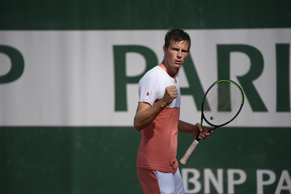 Abbigliamento tecnico YOXOI indossato dal tennista slovacco Filip Horansky