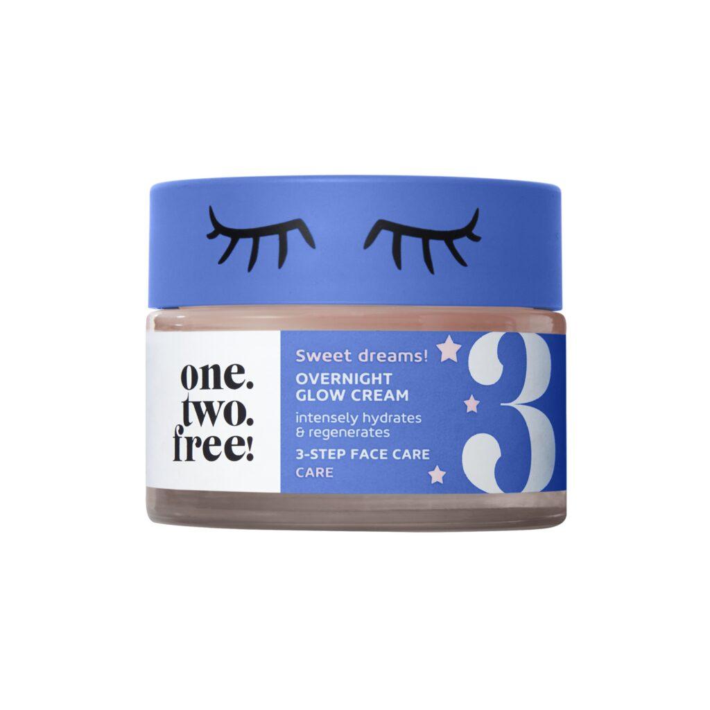 La crema viso notte One Two Free è un gesto quotidiano essenziale per la beauty dell'estate e non solo