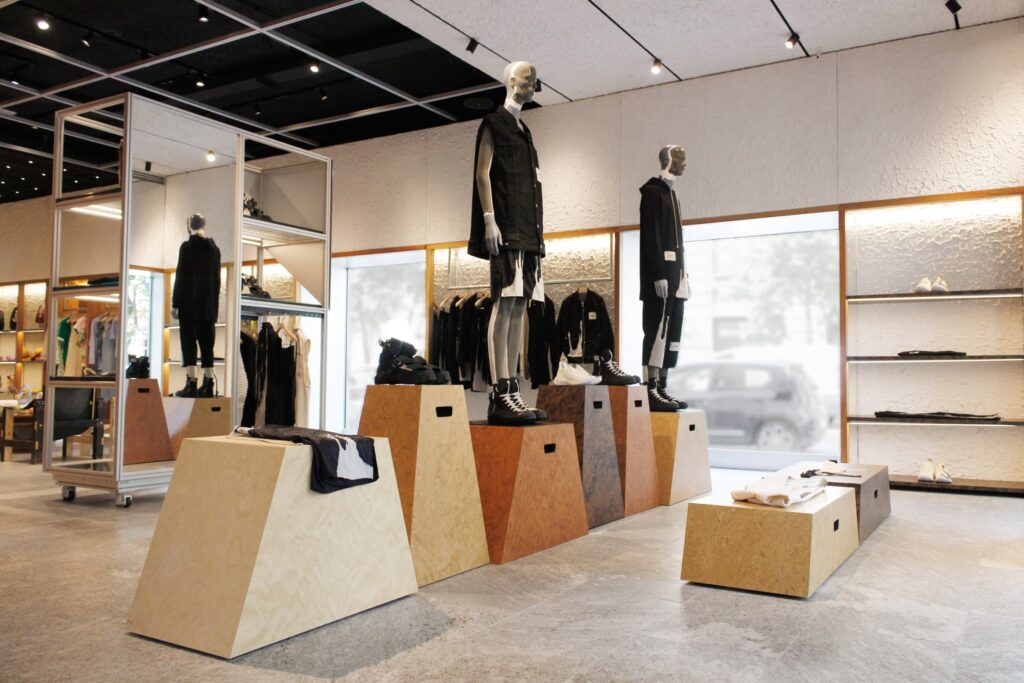 Il Multibrand Store MODES fa parte della Change trail e porta a Milano la capsule collection di Rick Owens