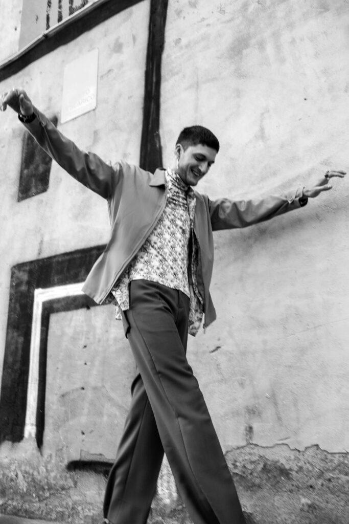 Andrea Lattanzi, attore romano, posa per l'intervista esclusiva a Man in Town