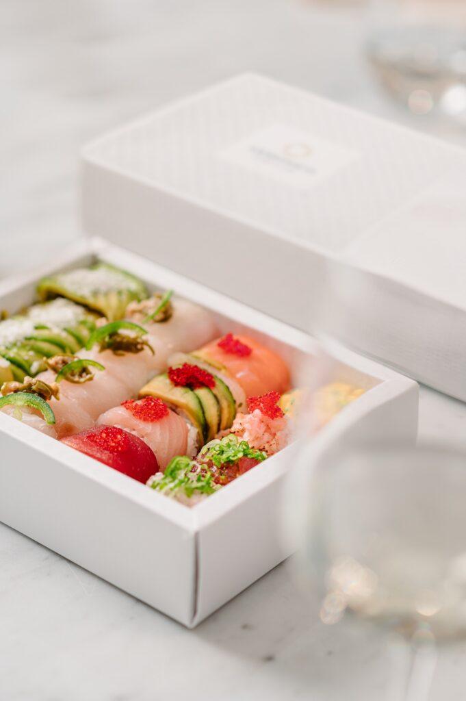 Box degustazione di Armonico Sushi Culture con uramaki misti