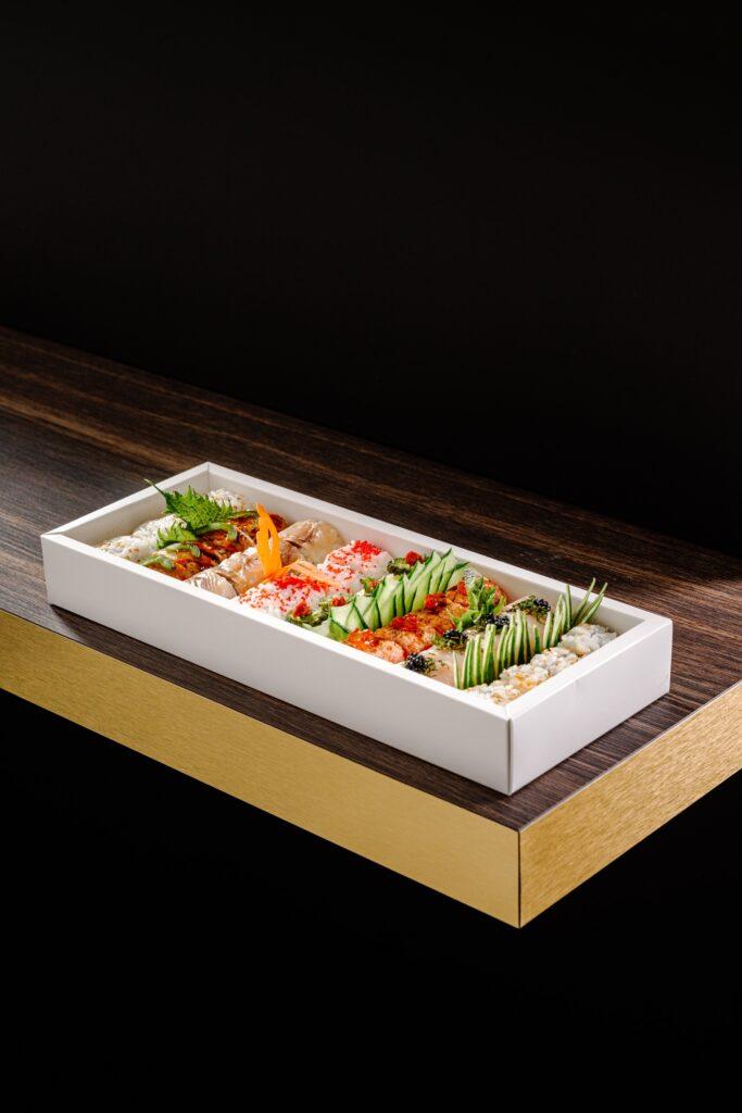 Armonico Sushi Culture: box degustazione uramaki La Piñata