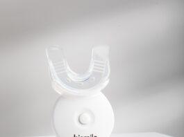 Il dispositivo a LED Hismile per il trattamento sbiancante dei denti