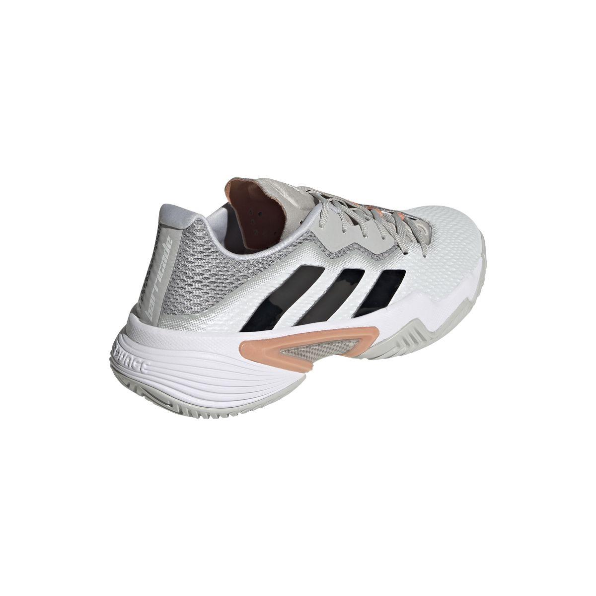 La linea inconfondibile dell'iconica Adidas Barricade
