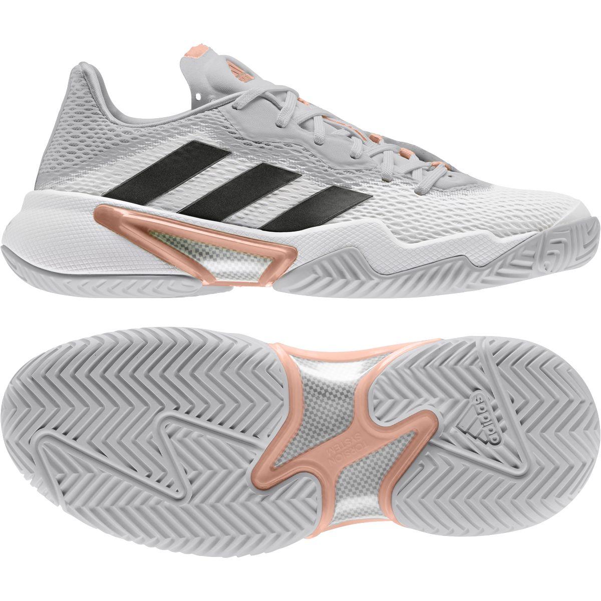 Le nuove Adidas Barricade bianche e grigie con inserti rosa e neri