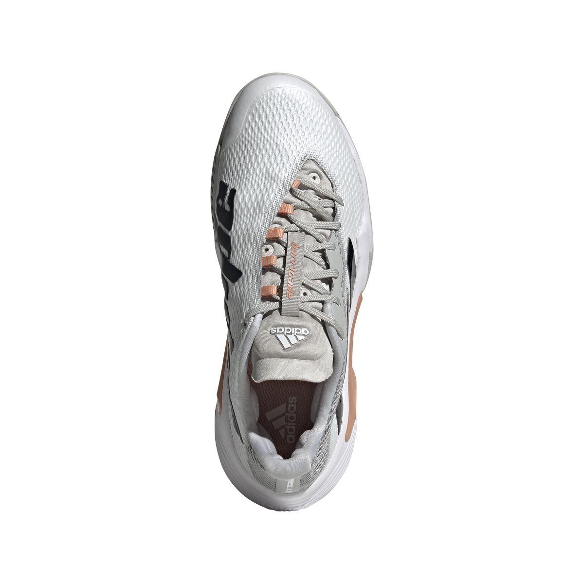 Una linea pensata per avvolgere il piede con il massimo del comfort