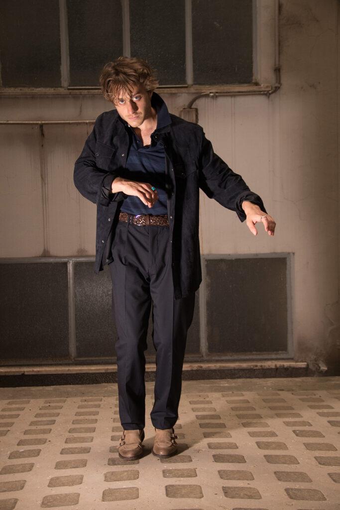 L'attore Michele Ragno in total look Brunello Cucinelli per l'intervista con Man In Town