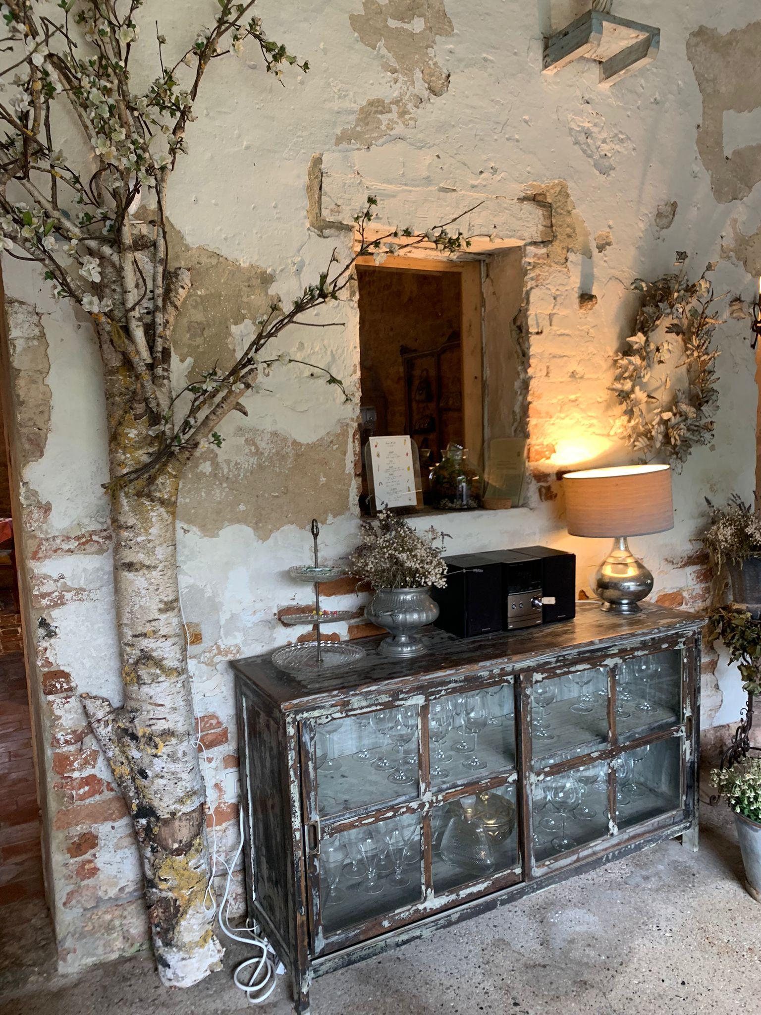L'arredo rustico e raffinato del casale del '600 ristrutturato