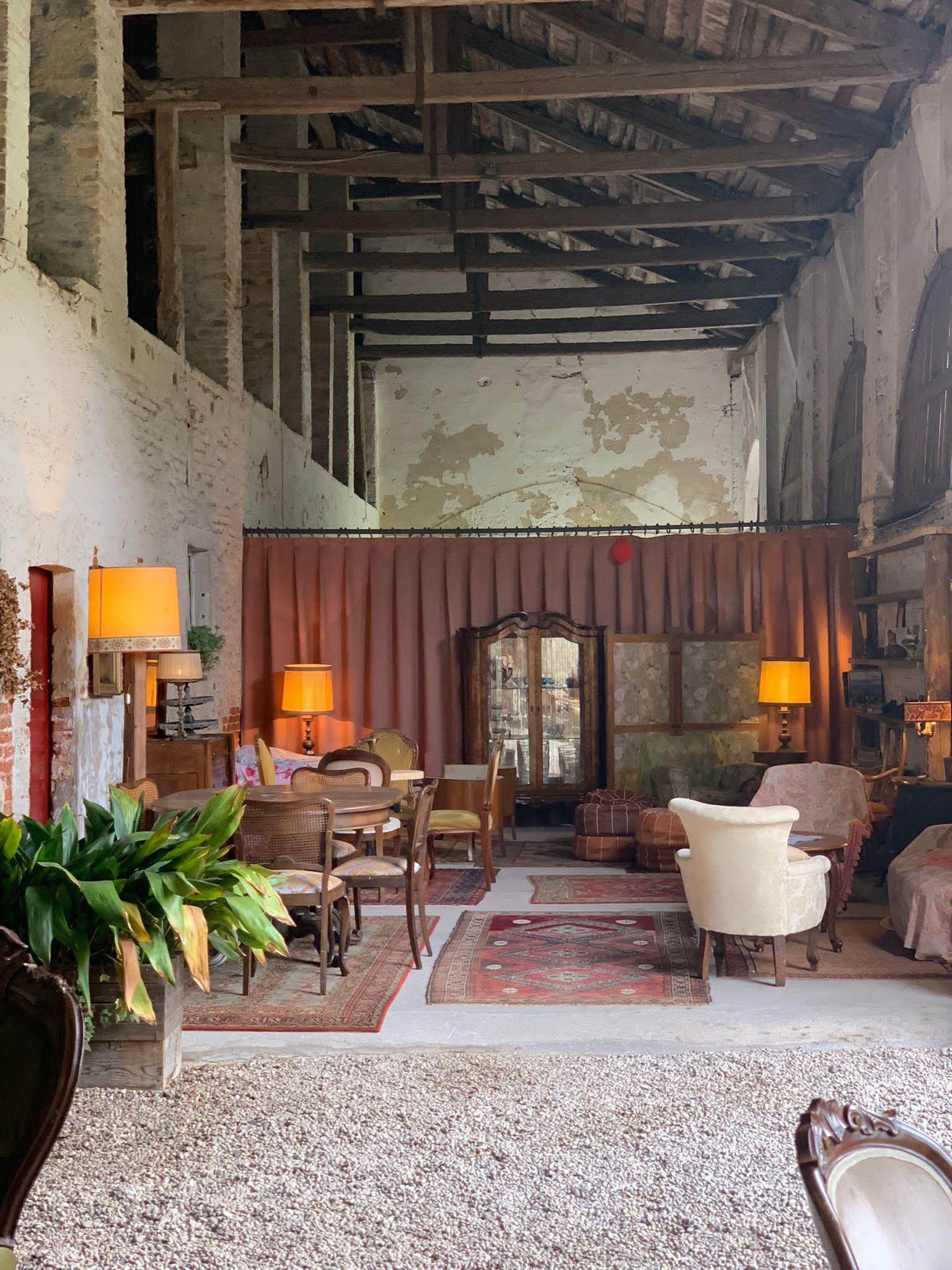 L'ampia zona salotto e relax del Casale del '600