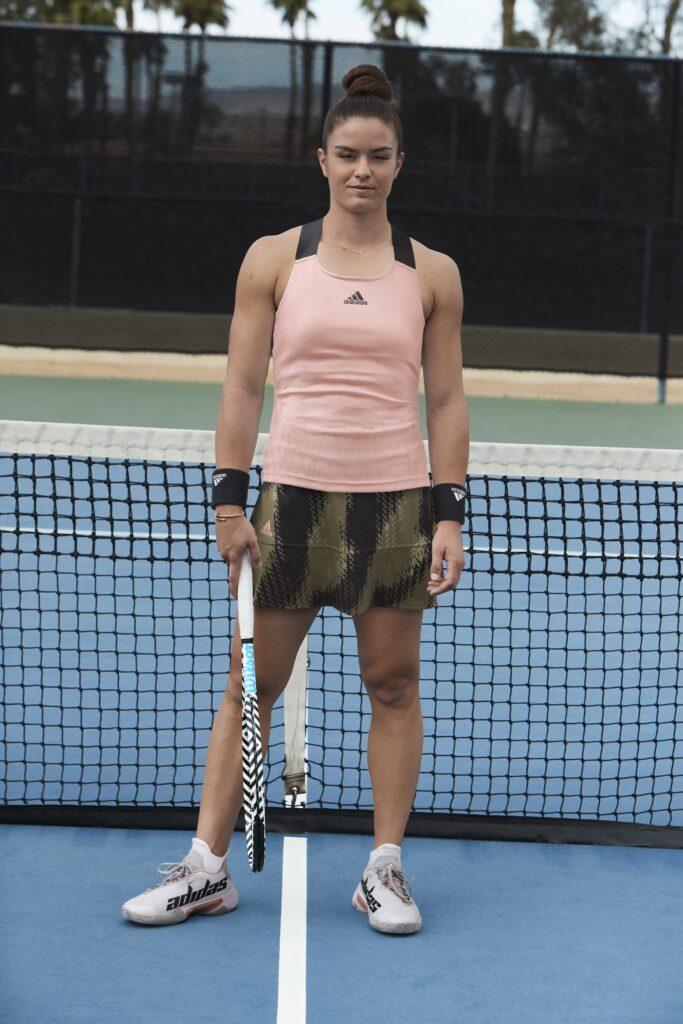 Maria Sakkari indossa il suo completo Adidas