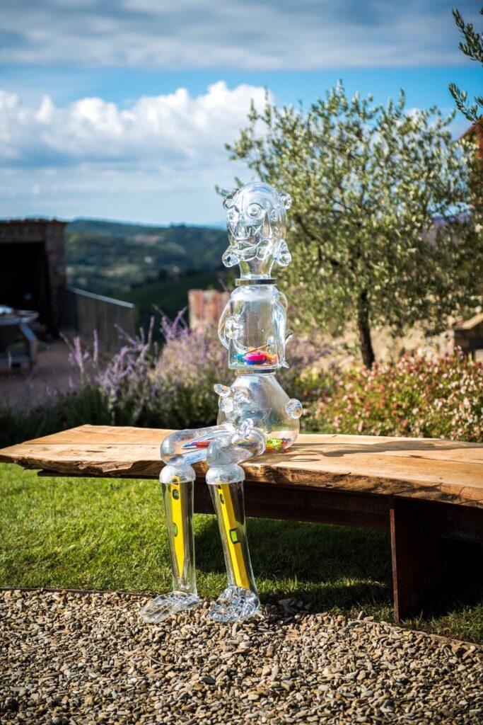 Le sculture del progetto artistico Galleria Continua si integrano nella bellezza del paesaggio alla Tenuta Casenuove