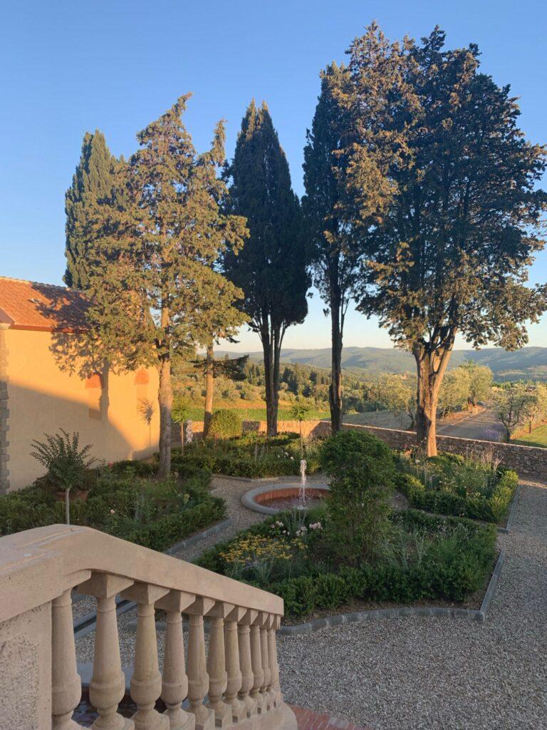 La fontana nel giardino dell'Agriturismo La Torre di San Martino nella Tenuta Casenuove di Panzano in Chianti
