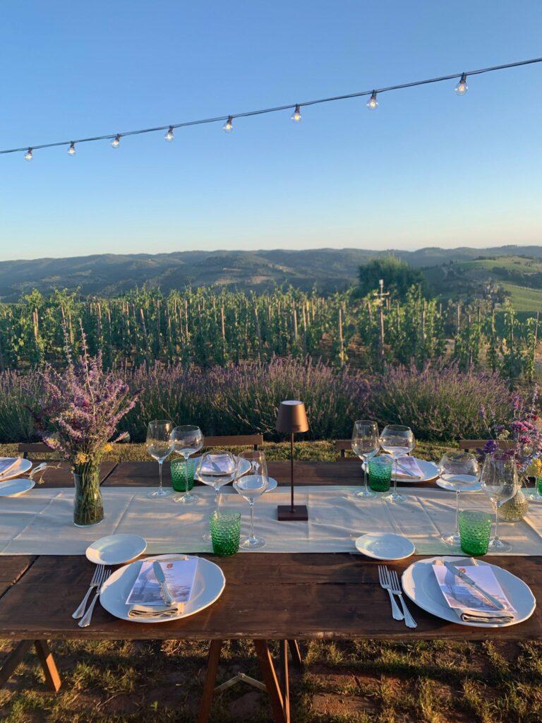 Cena con vista vigneto: uno dei riti estivi della Tenuta Casenuove
