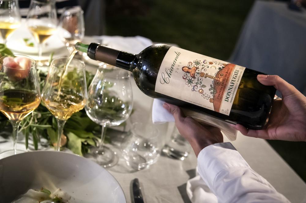 Le cantine Donnafugata: il luogo da visitare per assaporare i migliori vini dell'Etna, come il cerasuolo Floramundi