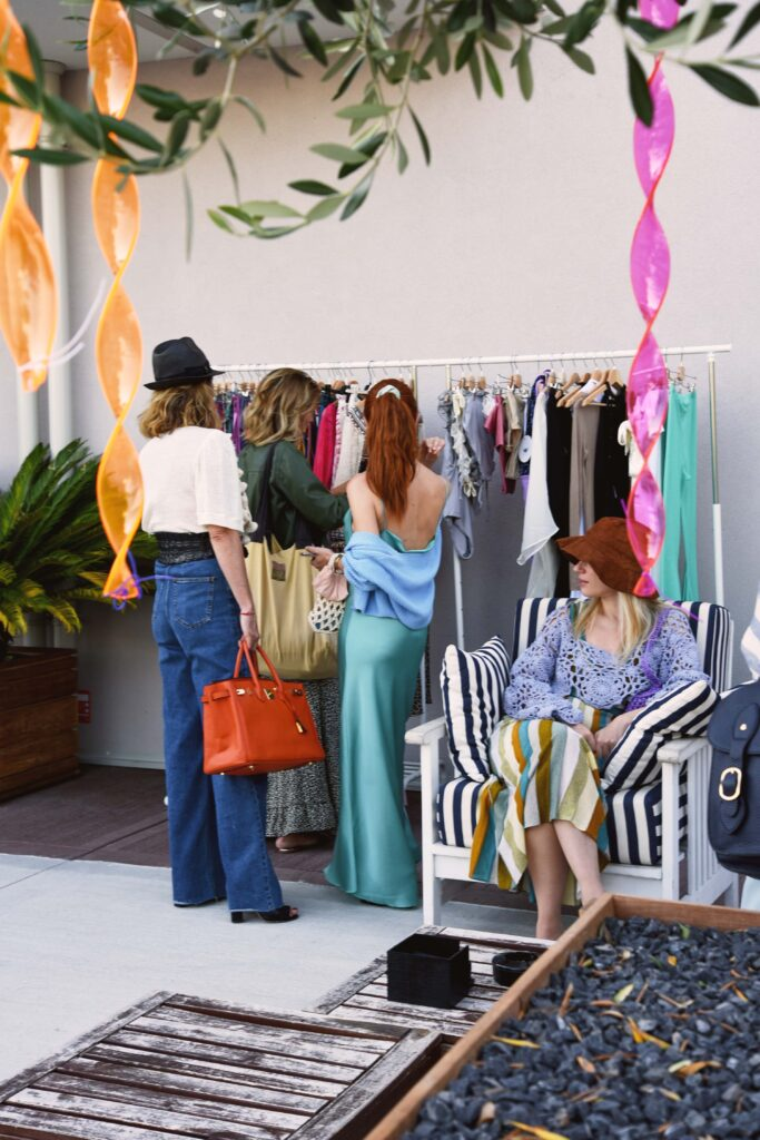 Pausa shopping nello showroom Via Fratelli Lombardi 1!