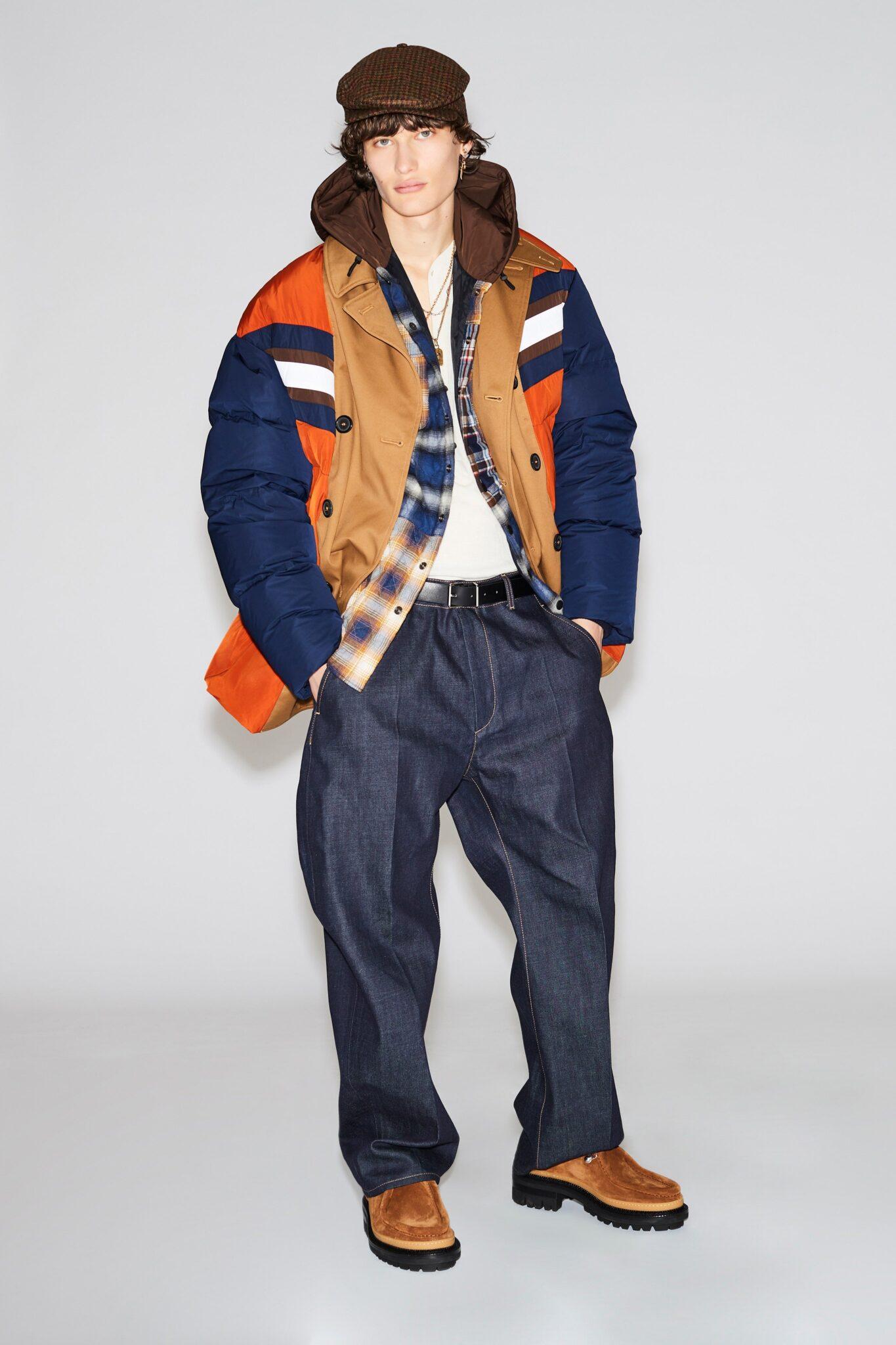 Relaxed fit jeans indossati con cintura della collezione FW 2021 by Dsquared