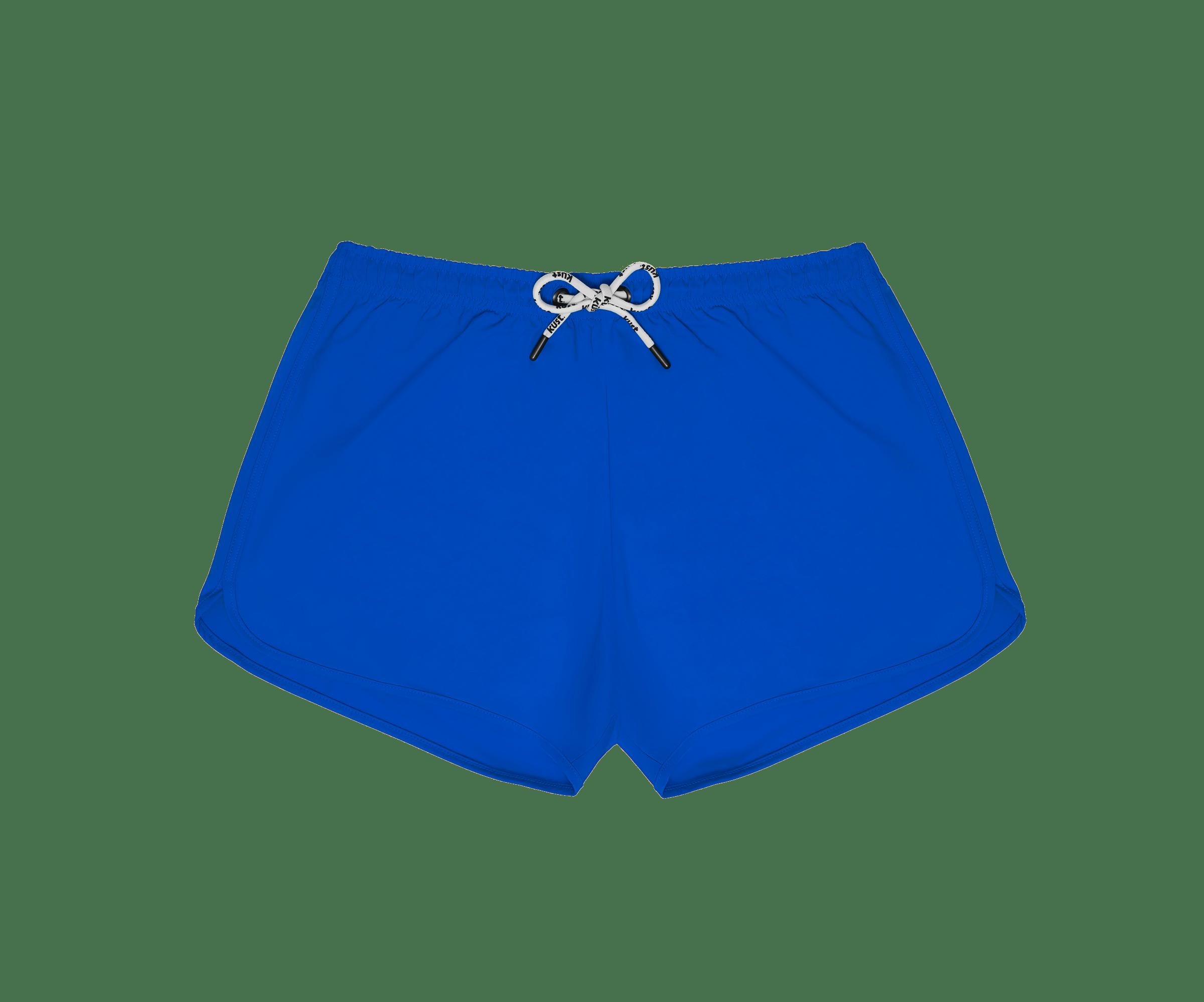 Il nylon rigenerato dalla plastica trovata negli oceani è il materiale principale degli shorts da bagno Kust Swim blu