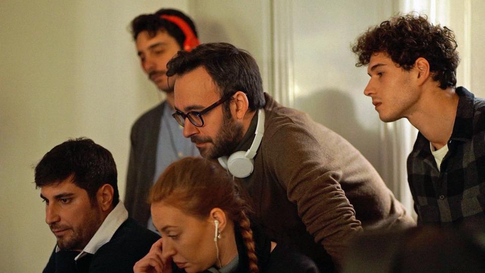 I registi e i tecnici nel backstage di Maschile Singolare