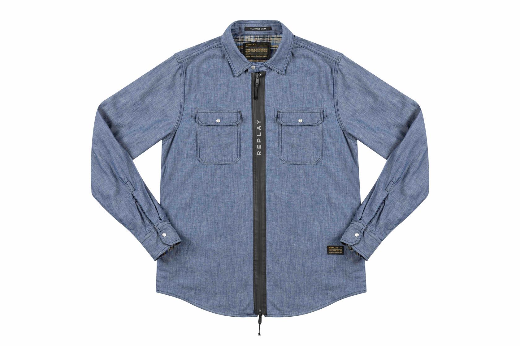 Replay presenta per la collezione FW 2021 una camicia in denim con chiusura a zip