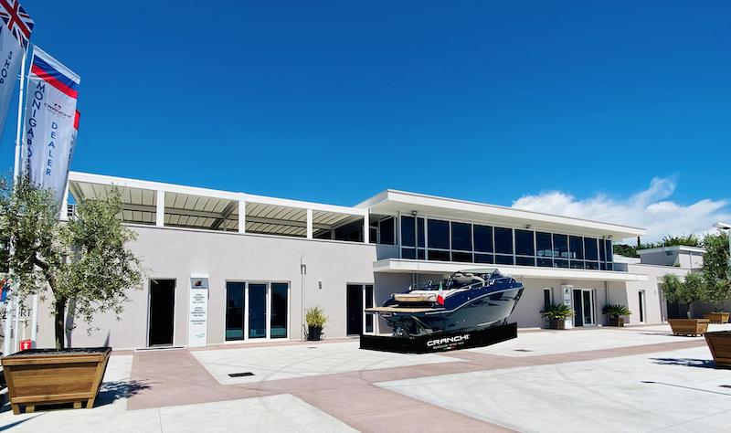 Con Moniga Porto si può affittare uno yatch per una gita di giornata sul Lago di Garda