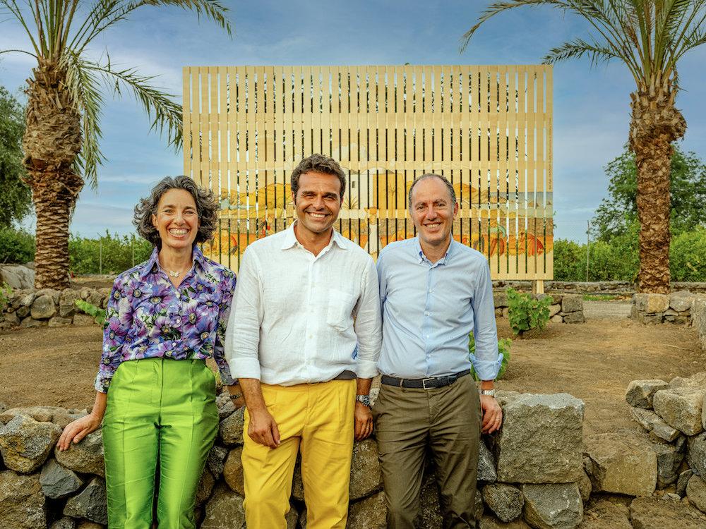 Mario Faro, il fondatore di Radicepura Garden Festival con Josè e Antonio Rallo, vincitori dei Giardini del Futuro per la loro vigna a Pantelleria