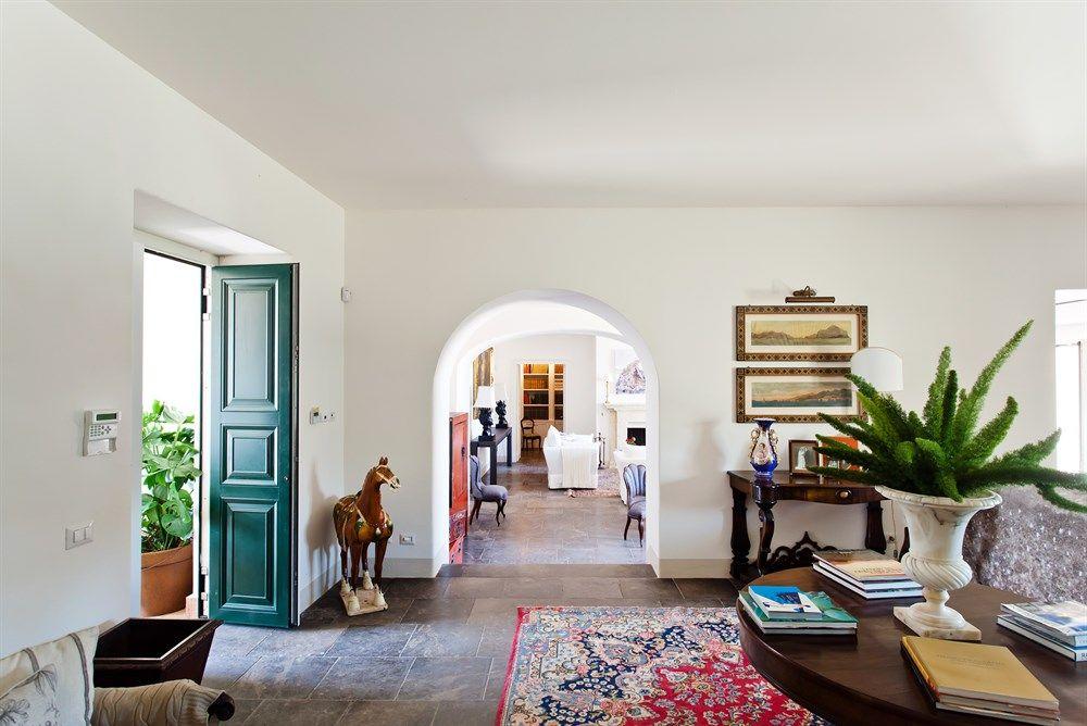 Gli interni di Villa Don Venerando a Carrubba