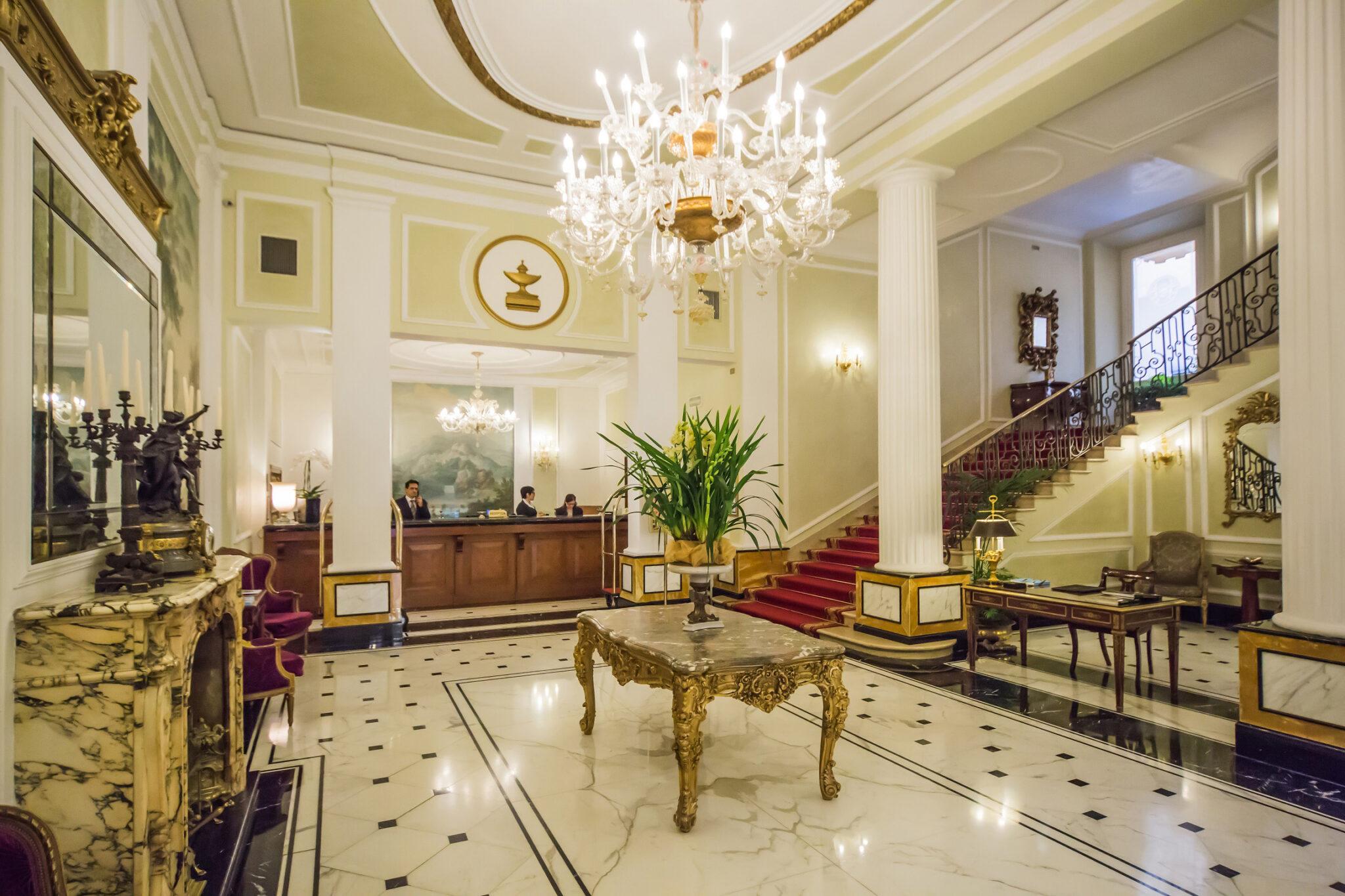 """Grand Hotel Majestic """"già Baglioni"""" 5 stelle lusso, lo sfarzo scelto dalle star"""