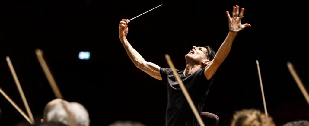 Le cose che restano è il docufilm omaggio al grande direttore d'orchestra Ezio Bosso che ha commosso la giuria del Festival di Venezia 2021