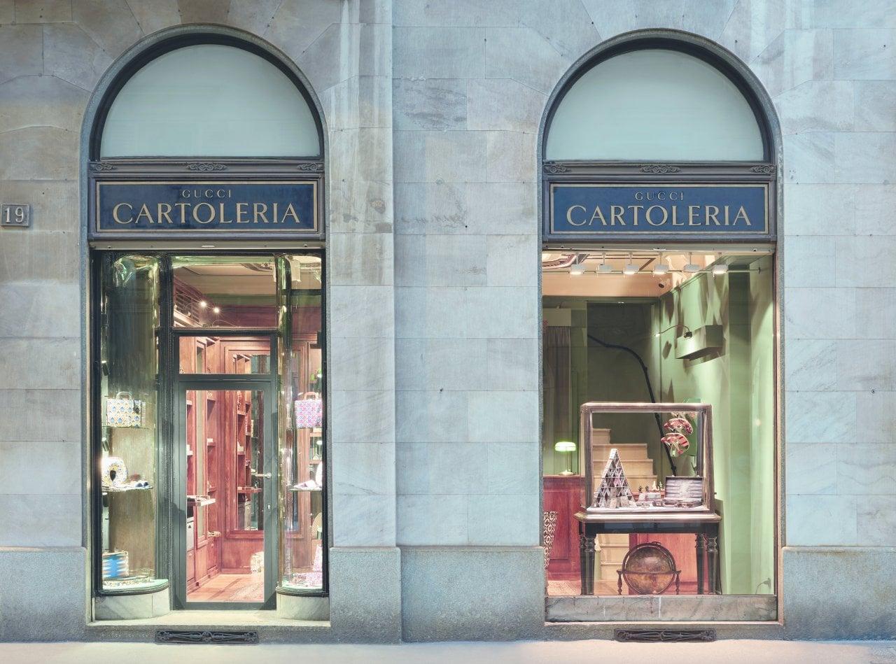 Le vetrine della cartoleria Gucci: temporary store dedicato alla linea Lifestyle