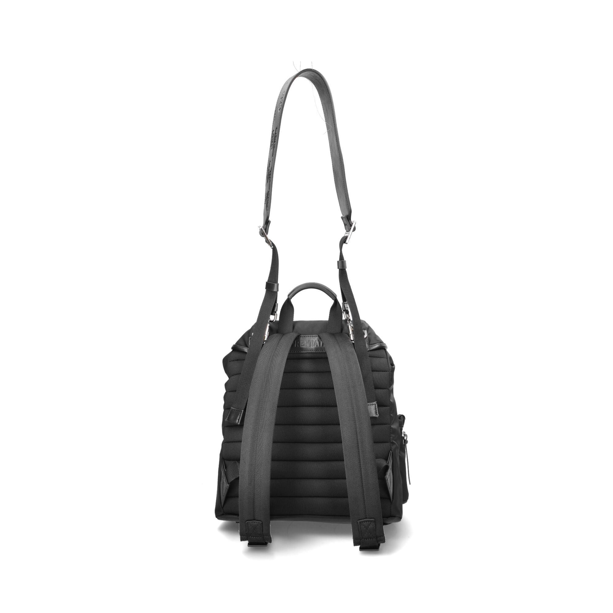 Il modello di zaino Lyn ha spallacci imbottiti e una comoda tracolla per poterlo indossare anche come una borsa