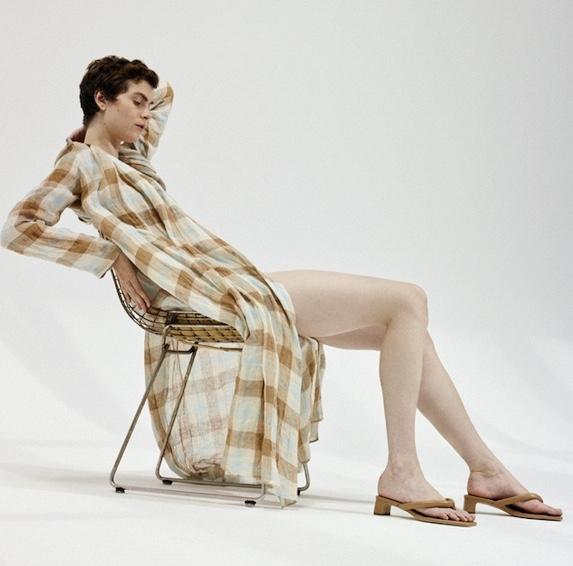 Un abito della nuova collezione PE 2022 Pomandère: Contaminazioni