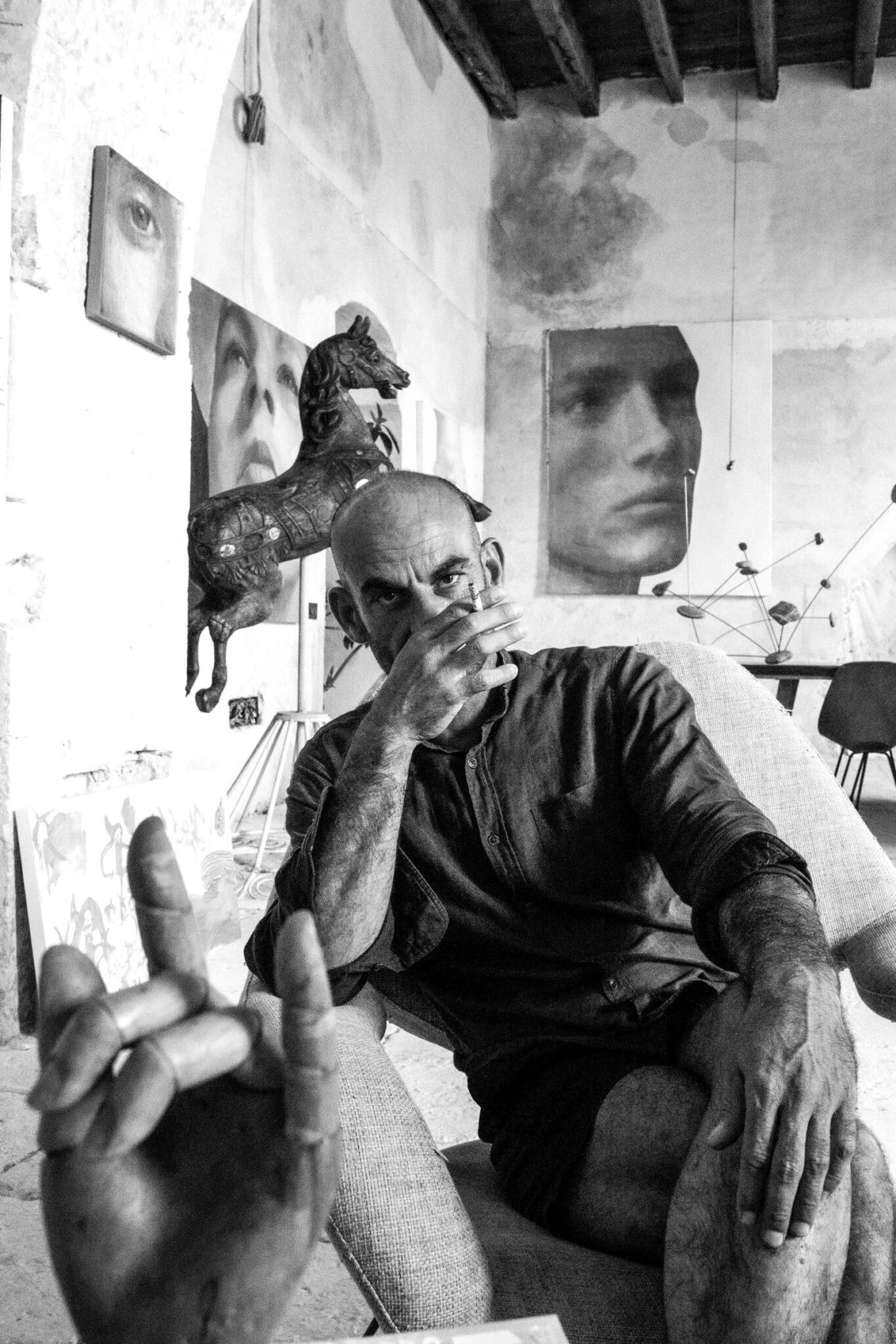 """Sergio Fiorentino, artista che traduce in dipinti e opere sui generis le suggestioni della """"sua"""" Noto"""