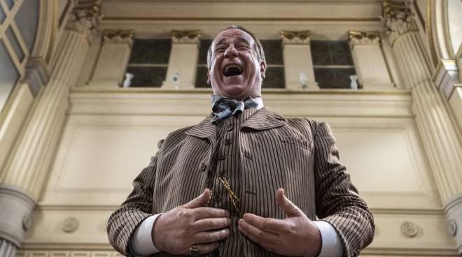 Toni Servillo in una delle scene di Qui rido io, film di Mario Martone presentato al Festival del cinema di Venezia 2021