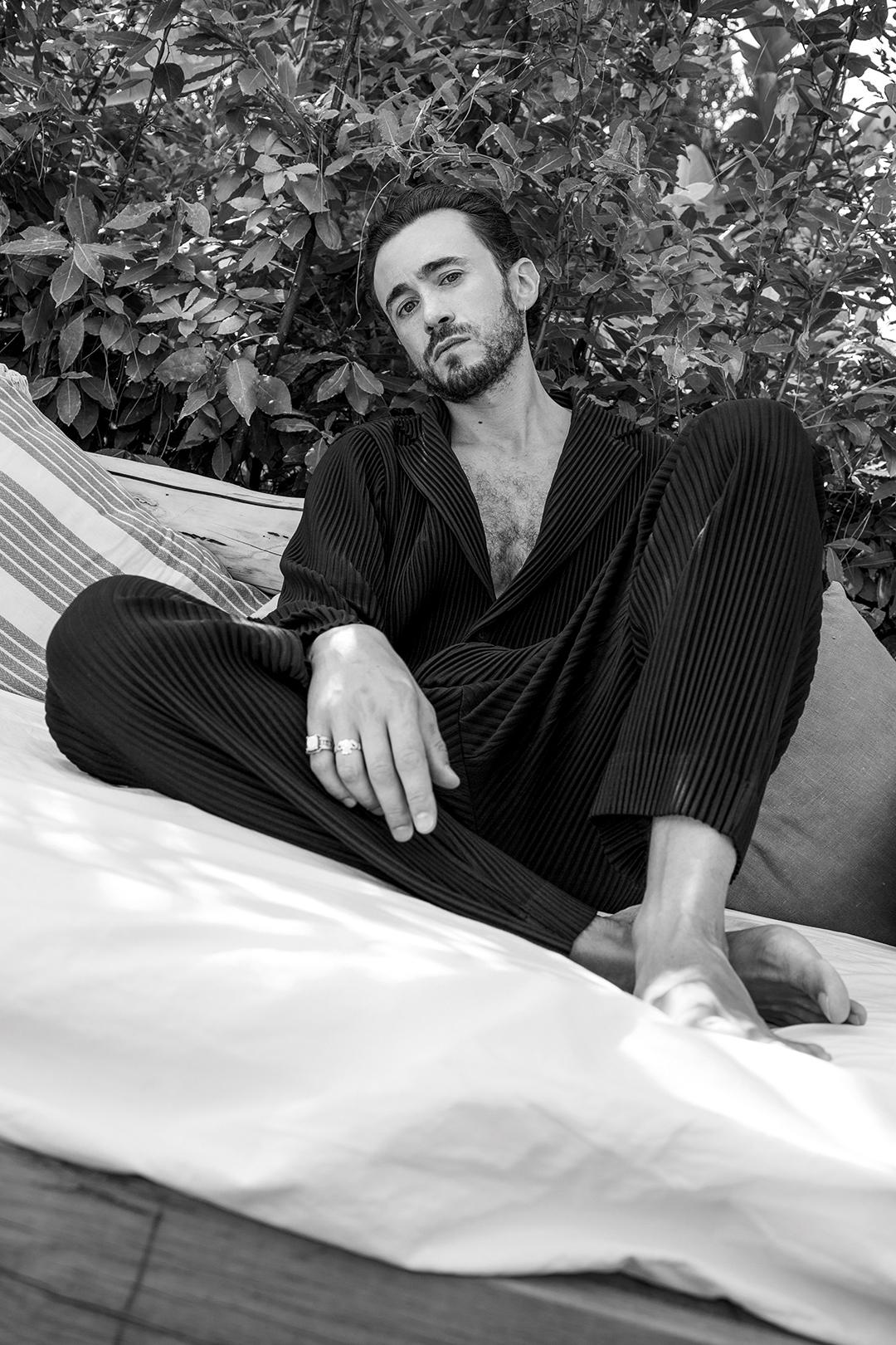 Francesco Martino, schivo e introverso, ma la sua casa è il set
